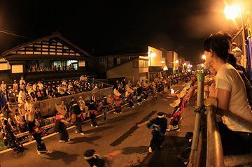西馬音内盆踊り:場所を本町通りに移し、今日に至ってる