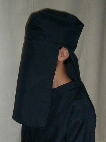 黒子の頭巾って、顔の前に布が垂れてる