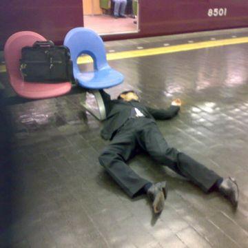 完全KO(阪急梅田駅)。鞄、盗まれなかったでしょうか。