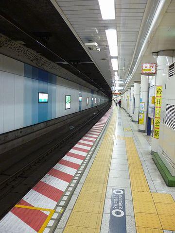 東西線『落合』駅のホーム
