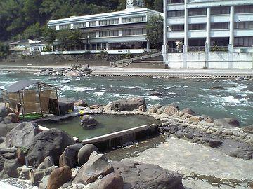 丸見えの「天ヶ瀬温泉」共同露天風呂