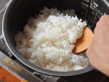 炊飯器の底には、まだご飯が残ってます