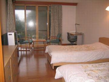 洋室は、ツイン1、シングル2の4人用で、14,700円