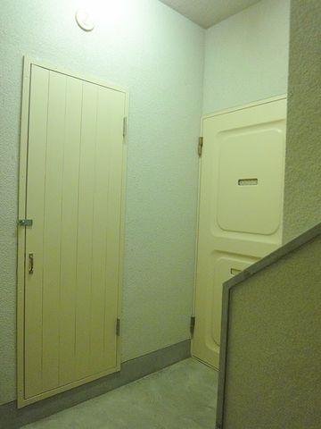 反対側のドアも、物入れの扉もちゃんとあります