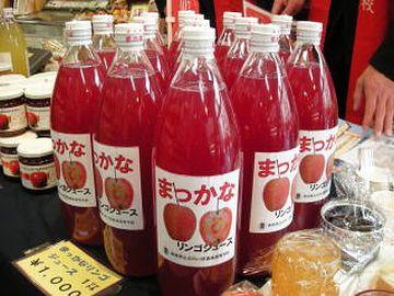果肉まで赤いリンゴ、『御所川原』のジュースもお勧めです