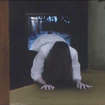 テレビは、中から貞子が出て来たり