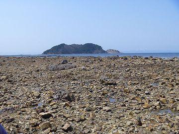 海水浴には、ちょっと不向きな岩場です