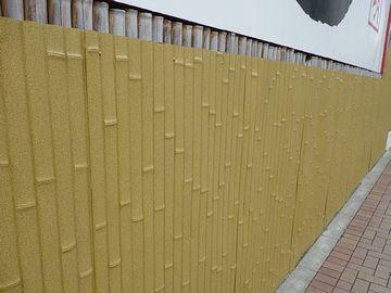 竹を模したパネルを貼ってます
