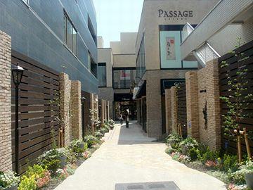 こちらは、港区南青山にある複合施設『パサージュ青山』