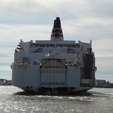 甲板から海面までの高さは、15メートルくらいにはなります