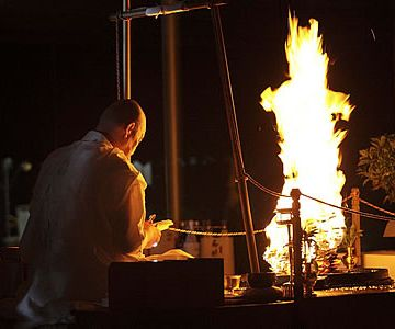 護摩壇の火ですが、人の形に見えます