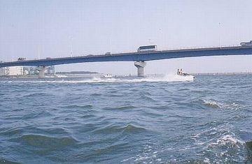 相模川最下流に架かる『湘南大橋』