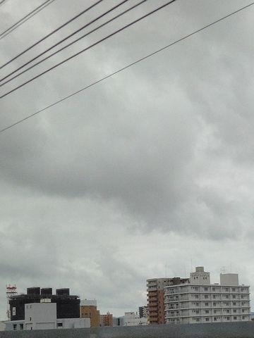 暗雲が垂れこめてきました