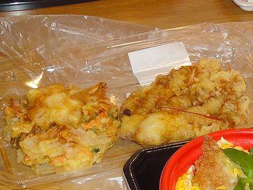 上方、左側に鎮座するのは、天ぷら