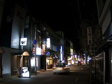 """秋田一の""""歓楽街""""、『川反通り』"""