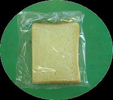 給食のパンの残りを食われた