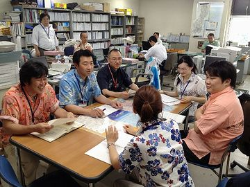沖縄の役所は、アロハ着てるじゃない