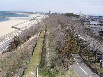 新潟海岸の砂丘。まるで堤防のようです。