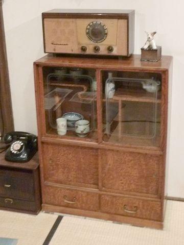 茶の間にある食器棚