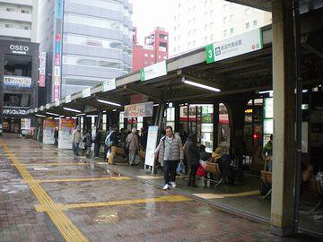 雨の新潟駅バスターミナル