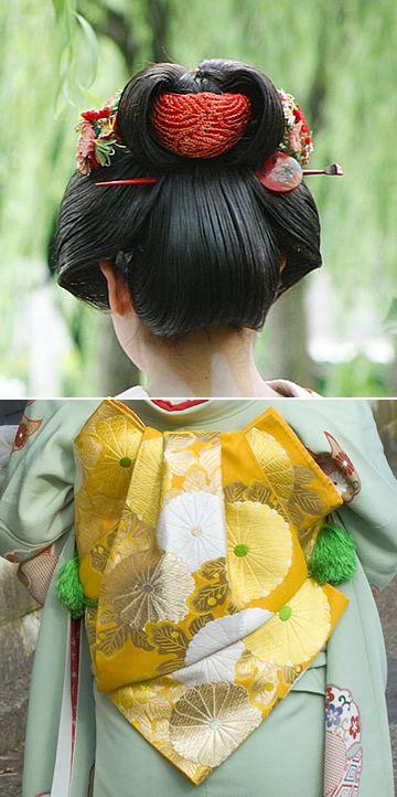 振袖さんの後ろ髪と帯の結び方