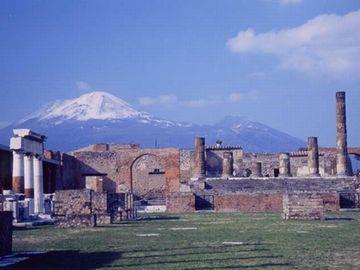 岩木山が、ヴェスヴィオ火山に見えるかも知れません」