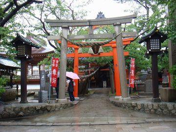 昔の港近くに、湊稲荷(みなといなり)神社ってのがあるけど……