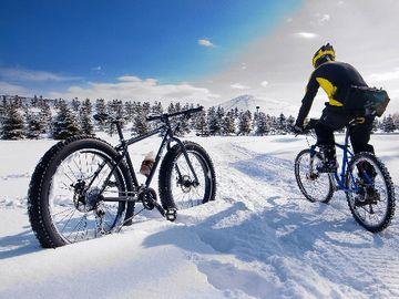 この自転車だと、雪の中でもワサワサと入っていけるんですね