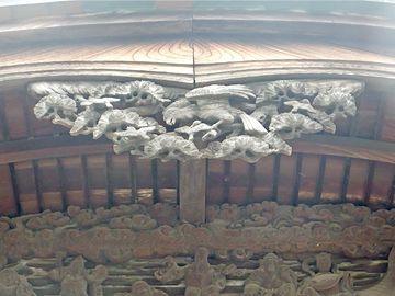 唐破風下の彫刻