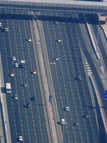 ドバイの12車線道路