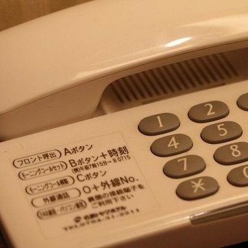 スマホを通して、船室の電話からフロントと話した