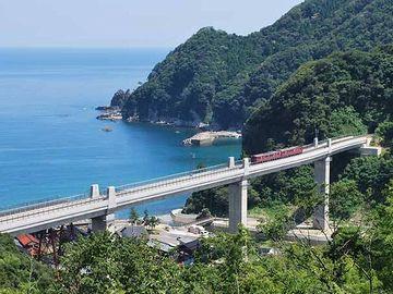 新しい橋も、シンプルで美しいですよ