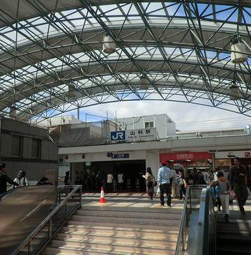 『山科駅』。突然、都会になりました。
