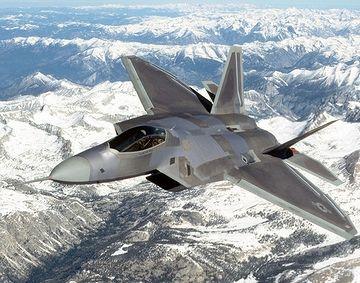 米軍最新鋭のステルス戦闘機・F22