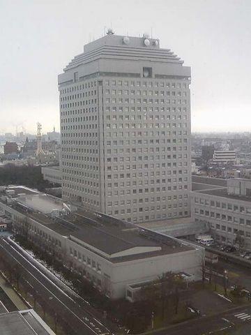 新潟県庁。高さ87.3メートル。