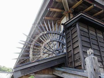 深浦の廻船問屋。扇型の忍び返しがかっちょいーです