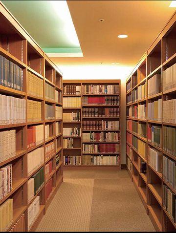 由美が、図書館で催したことにより……