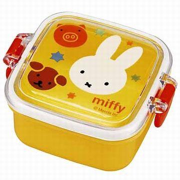 みーんな、リカちゃんが食べるみたいな、小さい弁当箱を持ってきてる