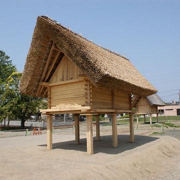 『登呂遺跡(静岡県)』で復元された高床式倉庫