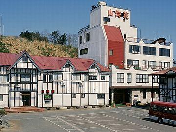 これが、『山海荘』というホテルなんですが……