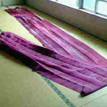 材質は、繻子織の絹