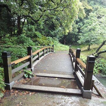水路に架かる小さな橋