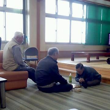 ホールでは、おじいさんが将棋を指してるそうです