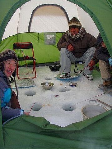 テントを使えば、風が吹いても寒くない。