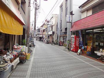 駅前から続く商店街