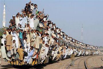 バングラデシュの帰省列車