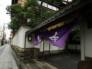 新潟の有名料亭のひとつ『鍋茶屋』。もちろん、入ったことありません。