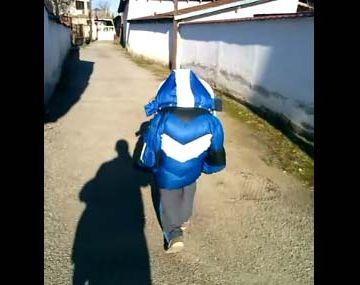 やたら前を歩く小学生がいたって