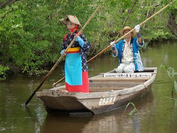 堀をゆく舟