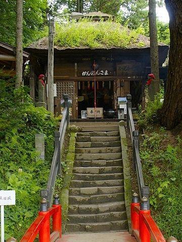 現在、嬬恋村にある観音堂は、15段の石段があります